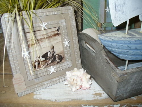 Rustic wood frame with starfish